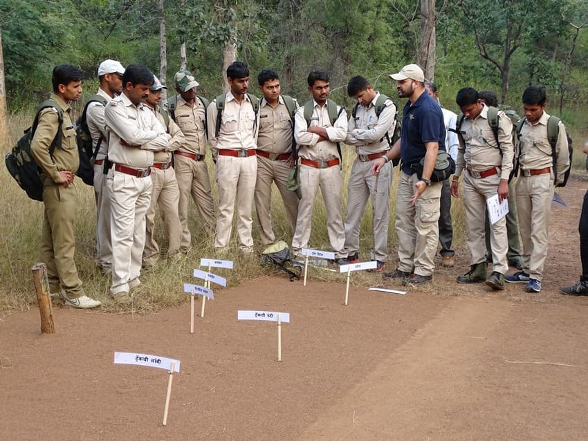 Kiran Rahalkar (in blue) conducting a site security training module for the frontline forest staff in Pench Tiger Reserve, Madhya Pradesh, as part of WCT's WLET programme.